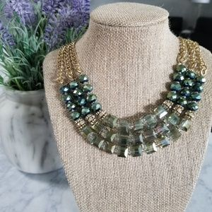 ♻️ Charming Charlie Statement Necklace
